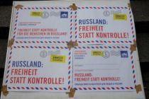 Vier Appellplakate zum Thema Russland: Freiheit statt Kontrolle.